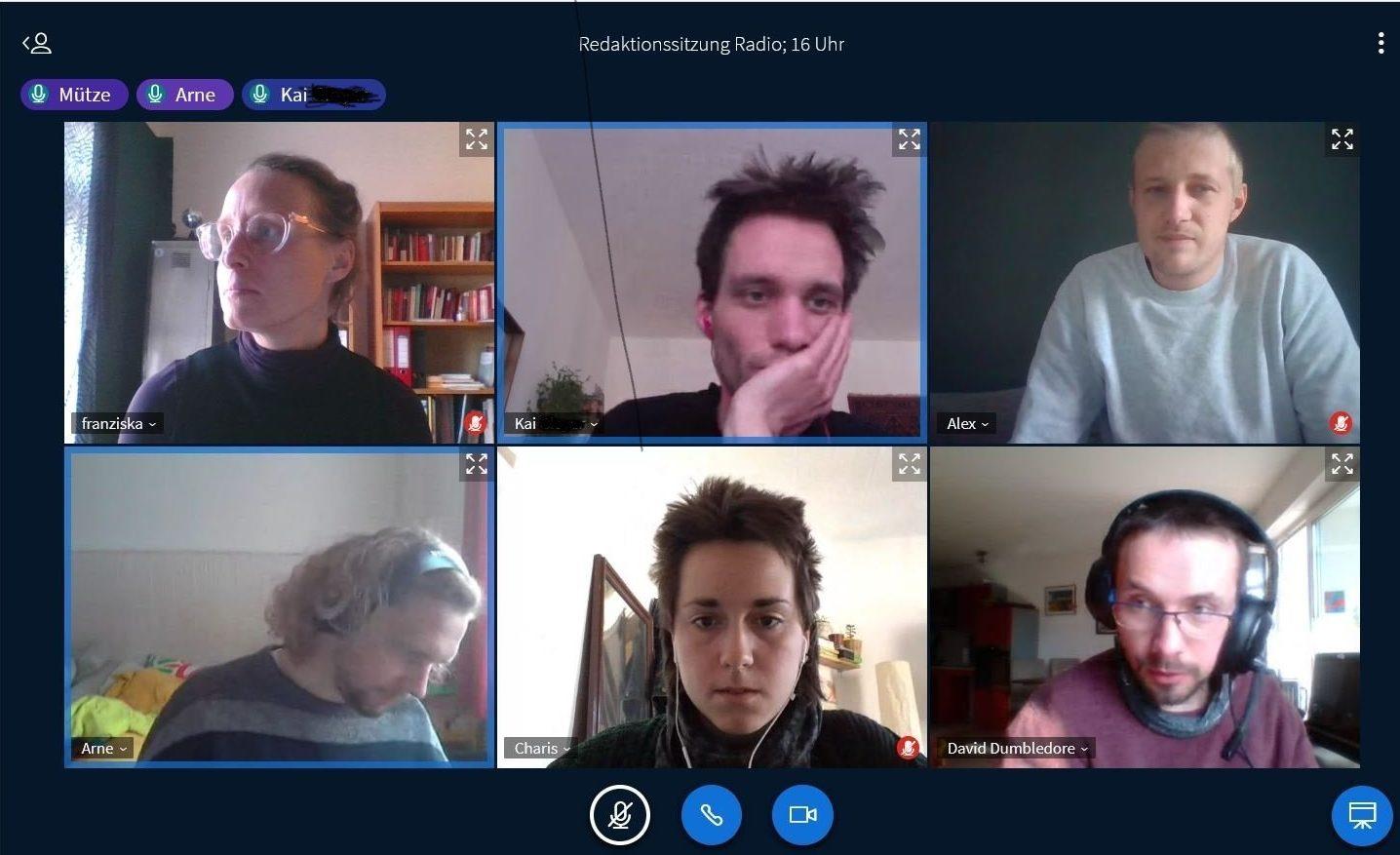 Eine Screenshot einer Videokonferenz der Redaktion. Zu sehen sind 6 Kacheln der Webcambilder der Redaktionsmitglieder